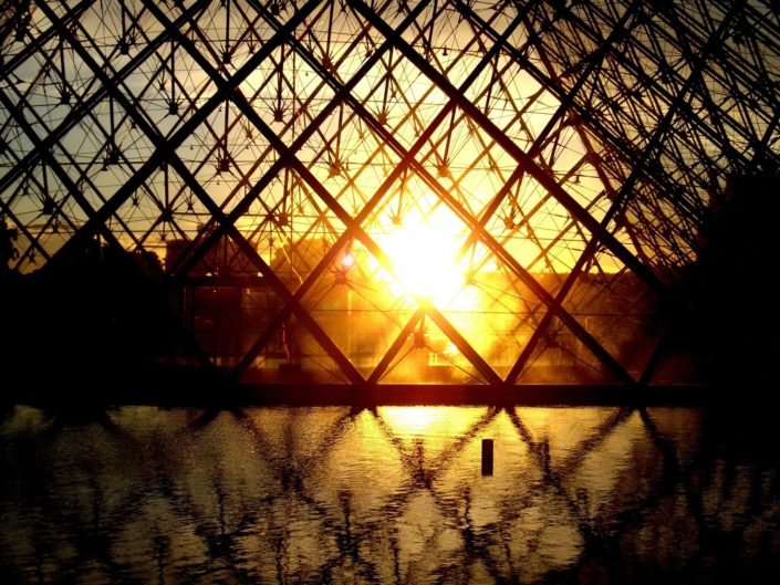 Paris sunset - Pyramide du Louvre