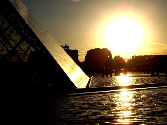 Paris sunset - Pyramide du Louvre